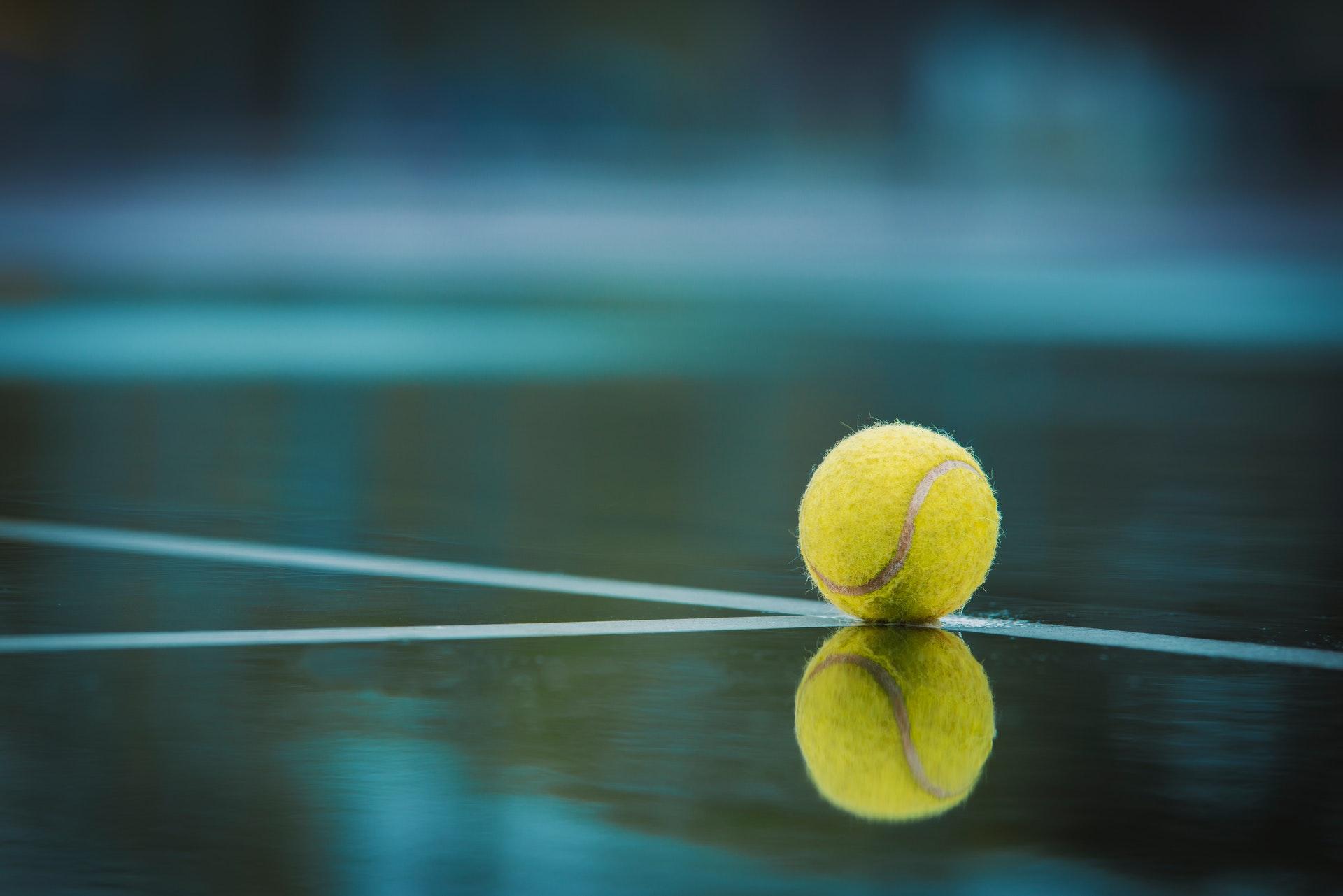 crédit image creative common : https://www.pexels.com/fr-fr/photo/arrondir-balle-balle-de-tennis-equipement-sportif-2352372/